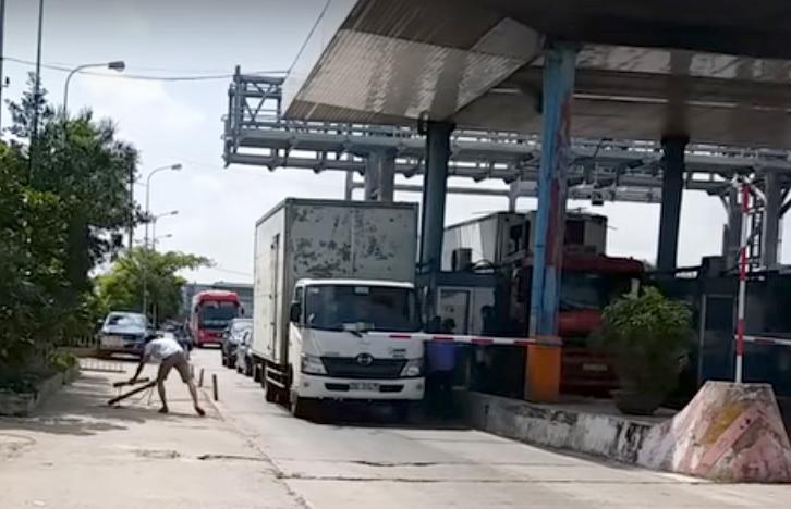 Cận cảnh nơi tài xế 'bày' cách 'vượt trạm BOT Tân Đệ'