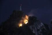 Quảng Ninh: Cháy lớn trên núi Bài Thơ, huy động 200 người cứu hỏa