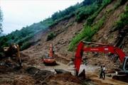 Hơn 500 hộ dân Quảng Ngãi vẫn bị cô lập do sạt lở sau bão số 12