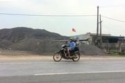"""Hà Tĩnh: """"Hô biến"""" hành lang QL 1A thành bãi tập kết vật liệu"""
