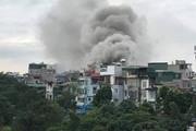 Hà Nội: Cháy quán karaoke trên phố khiến nhiều người hoảng loạn