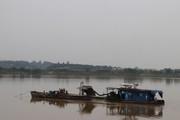 Rầm rộ khai thác cát, sỏi trên sông Hồng bất chấp lệnh cấm