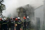 Cháy xưởng nhang, cả trăm cảnh sát lao vào dập lửa
