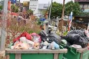 Công nhân môi trường Hà Nội 'căng mình' vì lượng rác thải cuối năm