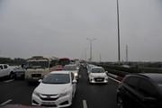 Người dân đổ về sau kỳ nghỉ Tết, đường Hà Nội tắc cứng