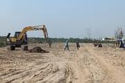 Phát hiện bùn thải nghi là nguy hại chôn lén tại Bình Chánh