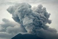 """Bali """"nín thở"""" chờ núi lửa phun trào"""