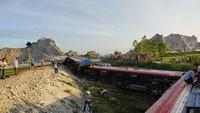 8 toa tàu bị lật sau cú va chạm kinh hoàng, hơn 10 người thương vong