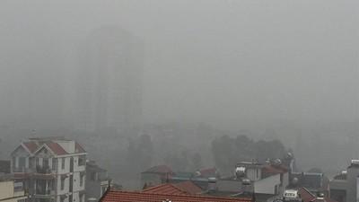 Hà Nội chìm trong mưa phùn và sương mù