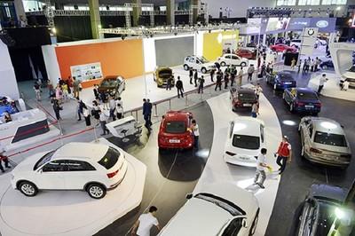 Doanh số ô tô giảm mạnh trong tháng cận Tết, doanh nghiệp méo mặt