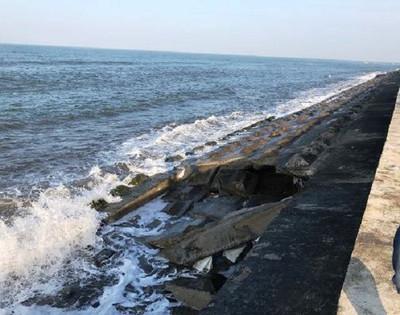 Nhiều khu resort ở Quảng Nam đang bị sóng biển Cửa Đại đe dọa