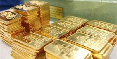 Giá vàng hôm nay 15/8: Tiếp tục giảm, vàng chạm đáy 18 tháng