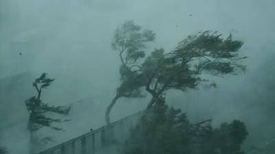 Bão Mangkhut đổ bộ vào Trung Quốc với sức gió 200km/h