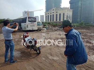 Hàng trăm m2 'đất vàng' ở Dịch Vọng biến thành bãi phế thải, gửi xe