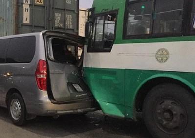 TP.HCM: Xe buýt gây tai nạn liên hoàn trên quốc lộ 22