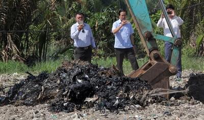 """TP.HCM: """"Khai quật"""" khu san lấp, bên dưới đầy rác"""