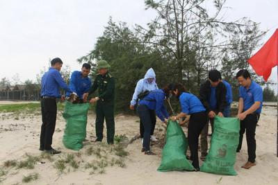 """Phát động phong trào """"Chống rác thải nhựa"""" tại Quảng Trị"""