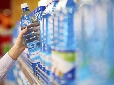 Facebook cấm nhân viên dùng chai nhựa tại văn phòng làm việc