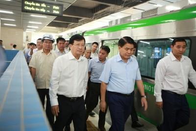Phó Thủ tướng Trịnh Đình Dũng thị sát đường sắt Cát Linh - Hà Đông