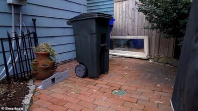 Robot thùng rác đến lấy rác tận nơi