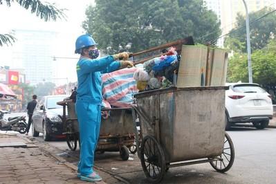 Người phụ nữ hơn 25 năm làm đẹp phố phường Hà Nội