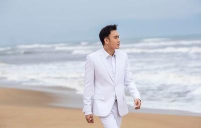 Dương Triệu Vũnồng nàn trongAlbum Uyên Uyển- Những mùa hoa bỏ lại