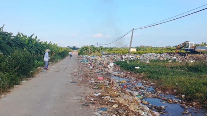 Yên Hòa - Hưng Yên: Hơn 100m đường toàn rác